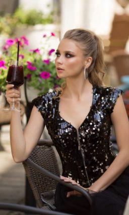 Блестящее коктейльное платье