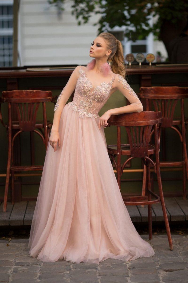 Нежно-розовое вечернее платье в пол