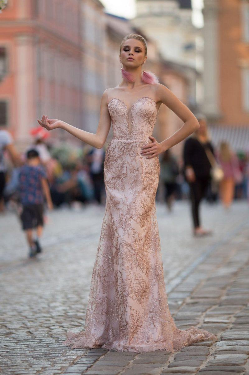 Длинное вечернее платье силуэта русалка
