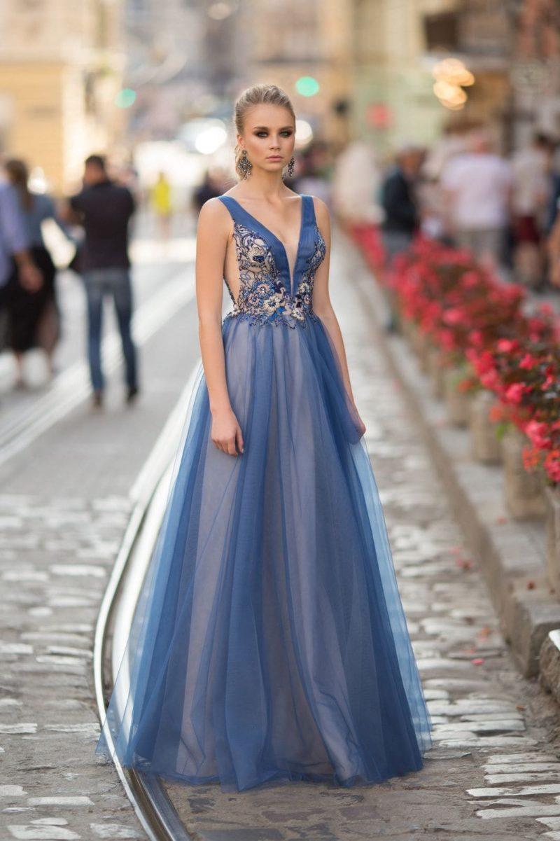 Вечернее платье цвета индиго