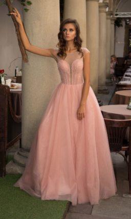 Персиковое длинное платье на выпускной
