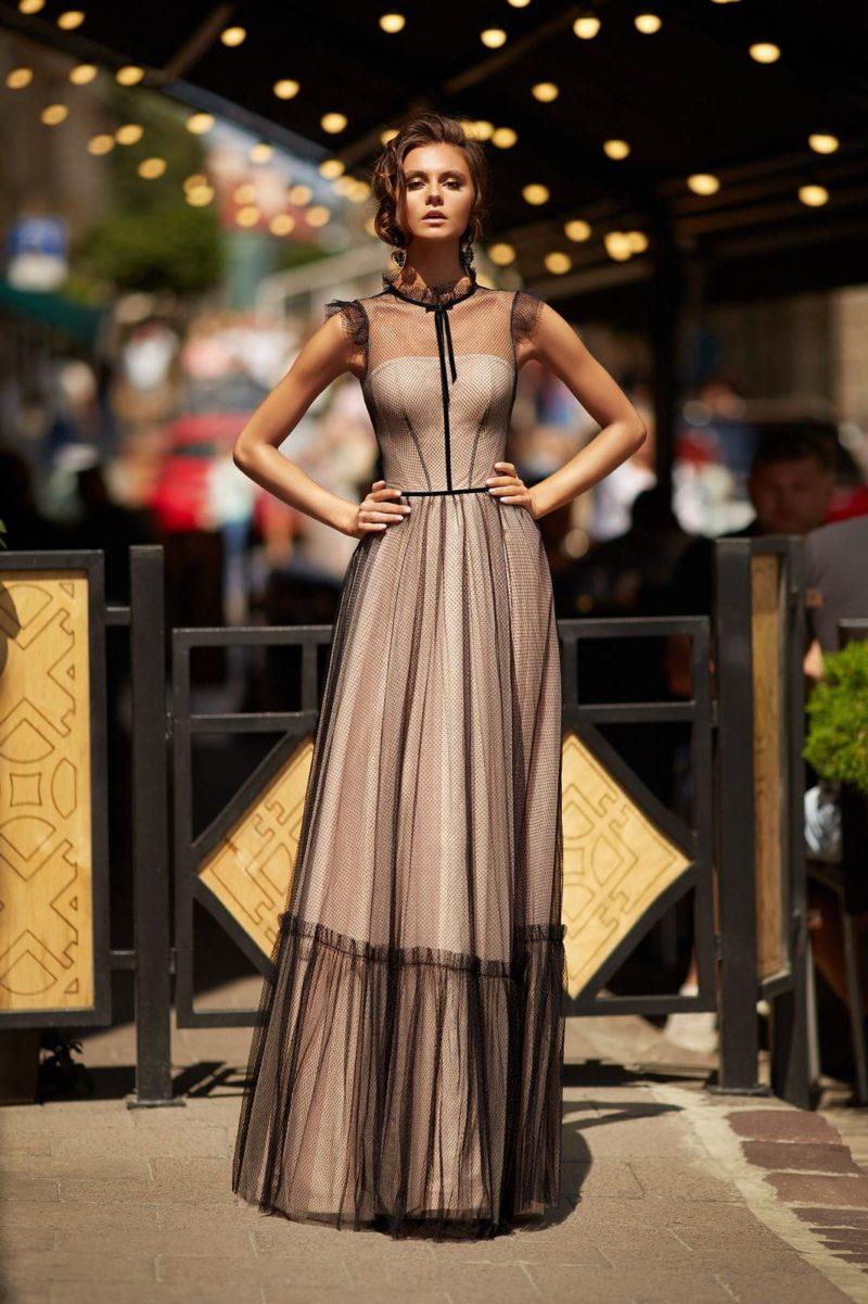 Нюдовое вечернее платье в пол