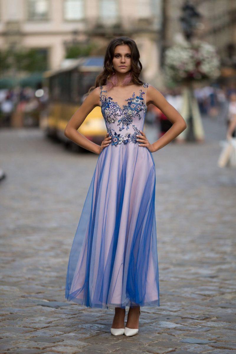 Коктейльное платье василькового оттенка