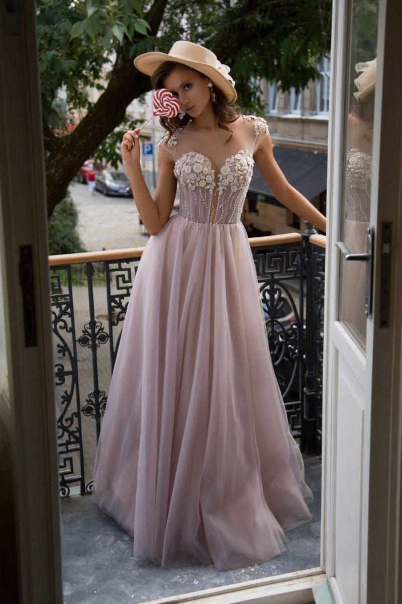 Пышное вечернее платье в пол