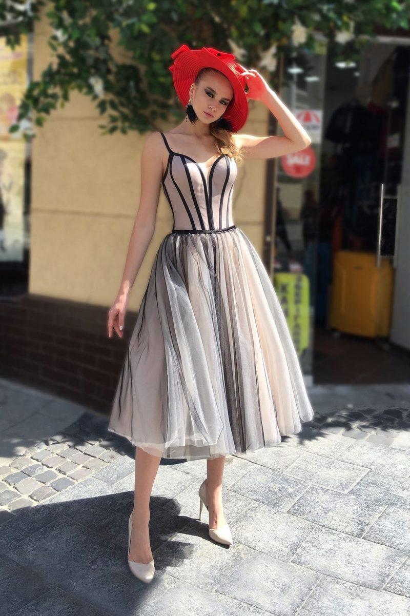 Коктейльной платье с пышной юбкой длины миди