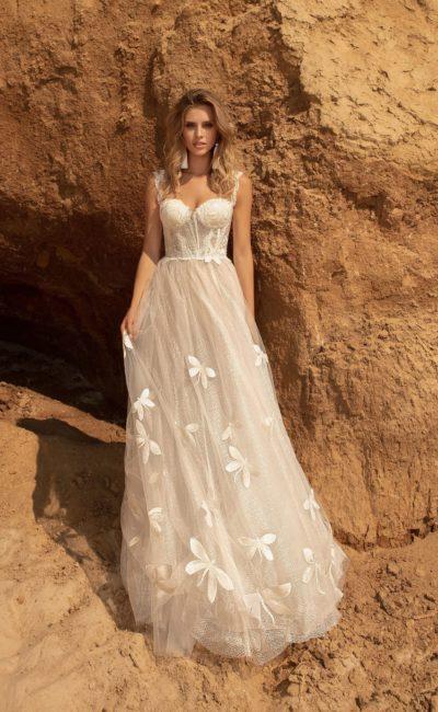 Свадебное платье в бельевом стиле со свободной юбкой