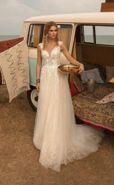 Свадебное платье в стиле бохо с воздушной юбкой