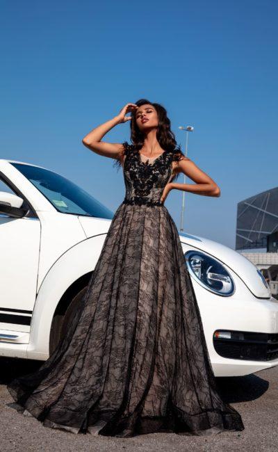 Эффектное вечернее платье в пол из черного гипюра