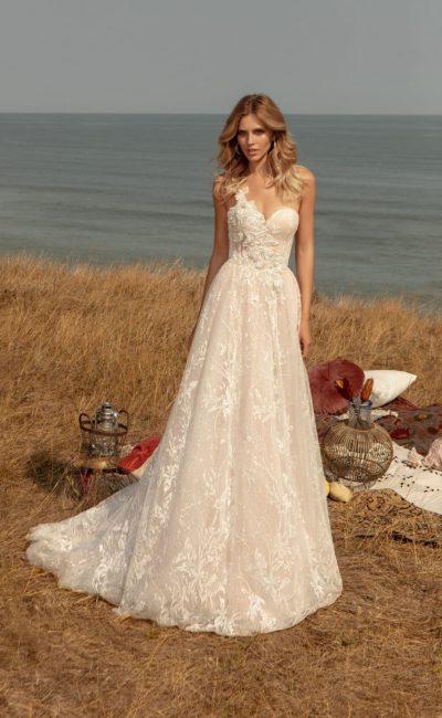 Свадебное платье пудрового оттенка с юбкой А-силуэта