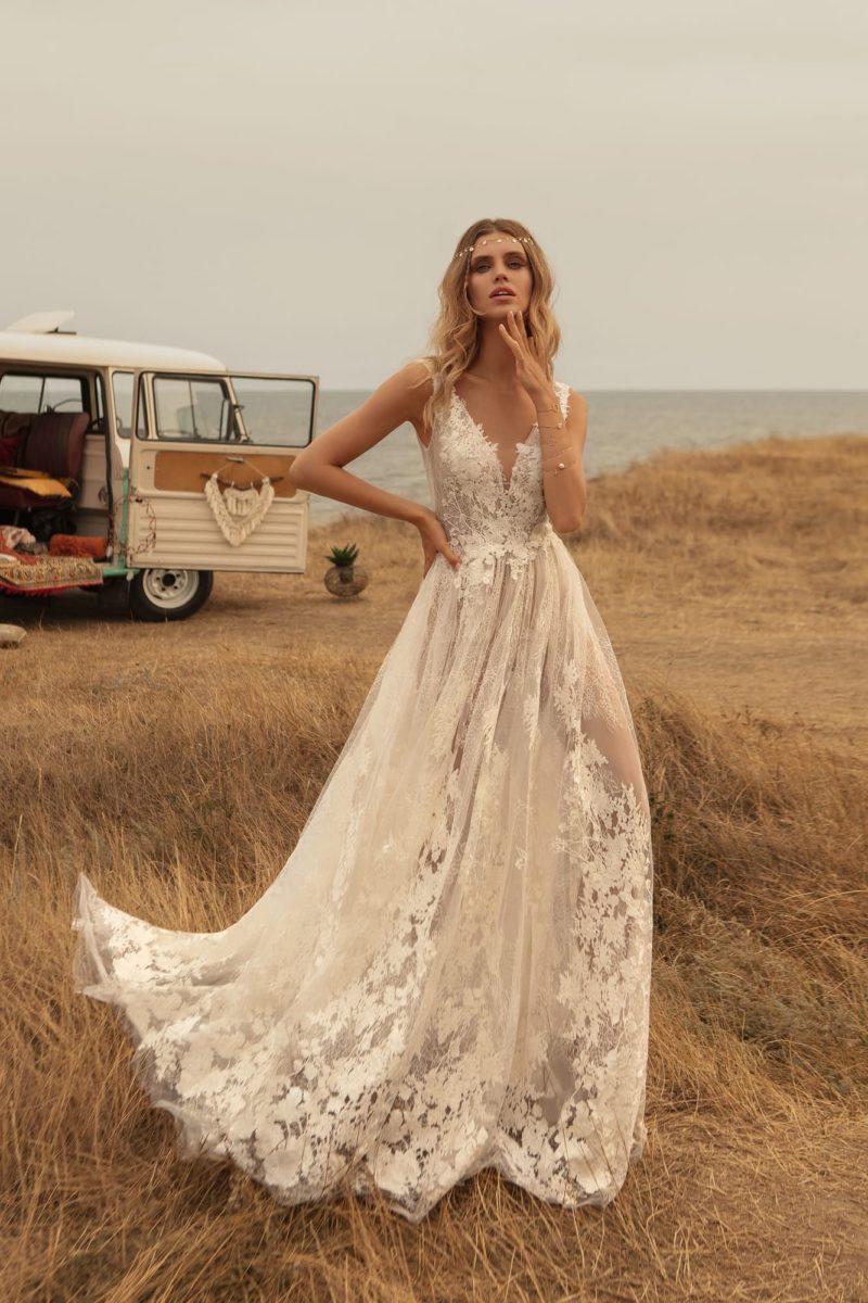 Свадебное платье из тончайшего прозрачного кружева