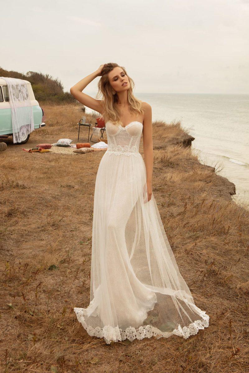 Свадебное платье прямого кроя в бельевом стиле
