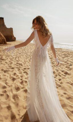 Свадебное платье прямого кроя из фатина