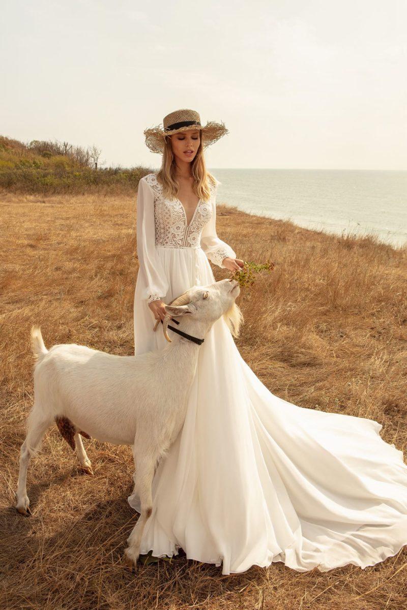 Свадебное платье из легкого шелка и роскошного кружева