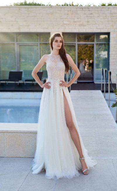 Свадебное платье с приталенным силуэтом и прямой юбкой