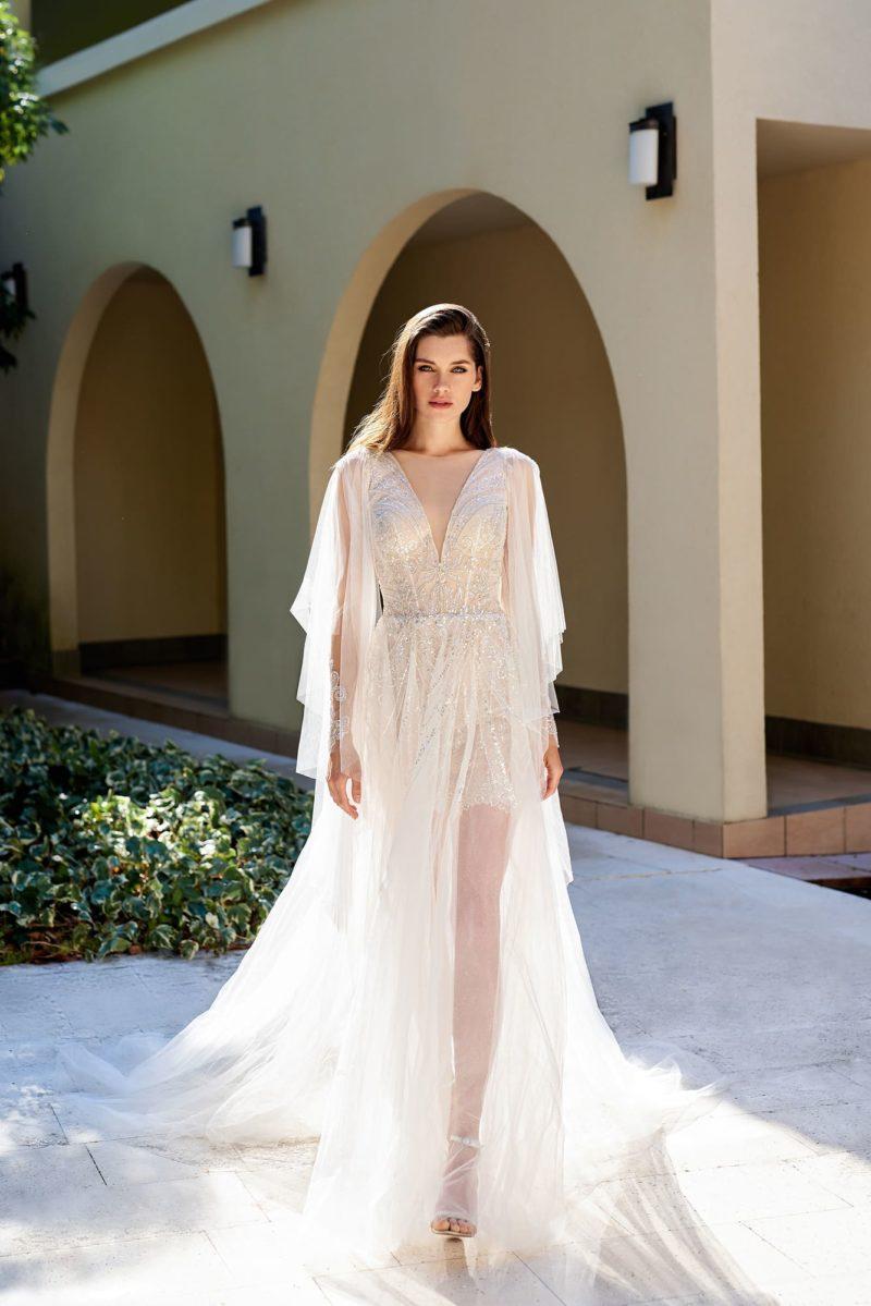 Полупрозрачное свадебное платье цвета айвори