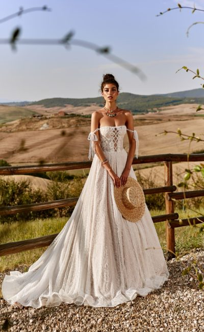 Пышное кружевное свадебное платье