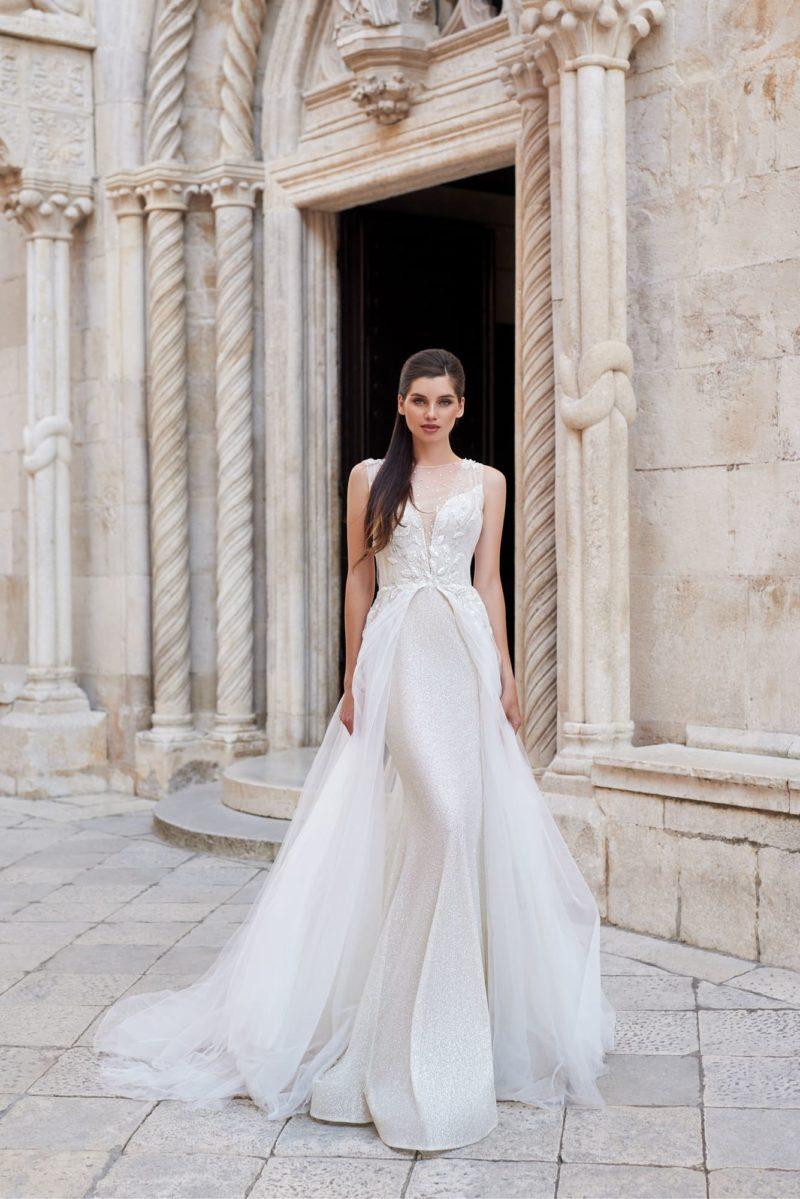 свадебное платье силуэта русалка с верхней пышной юбкой