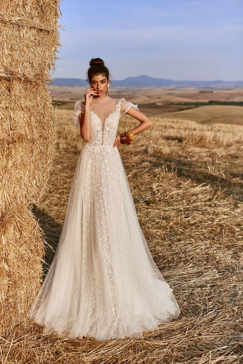 Воздушное летнее свадебное платье