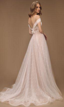 Кружевное платье с высокой талией
