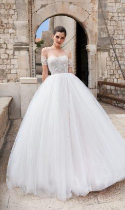 Бальное свадебное платье с объемной юбкой