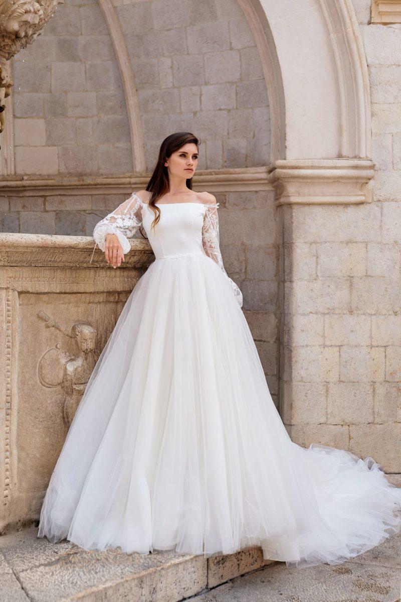 Пышное свадебное платье с роскошным шлейфом