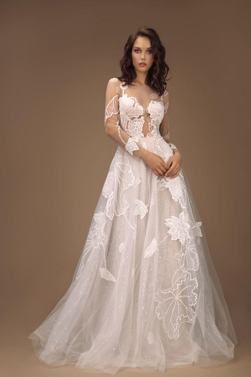 Пышное свадебное платье с необычным дизайном