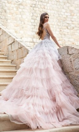 яркое свадебное платье с пышной юбкой