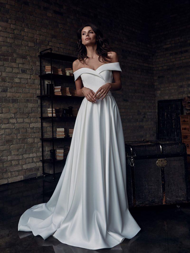 Минималистичное свадебное платье приталенного кроя