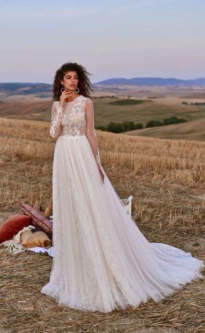 платье со свободной струящейся юбкой