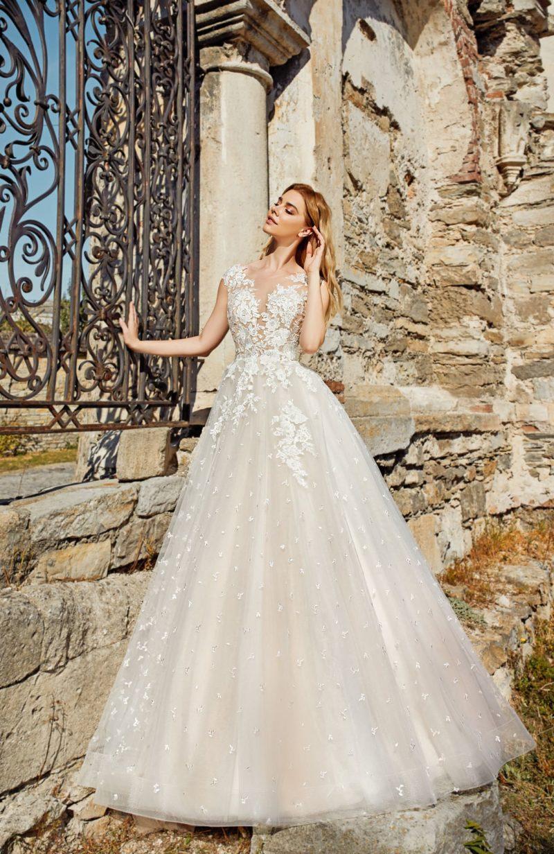 Роскошное свадебное платье оттенка айвори
