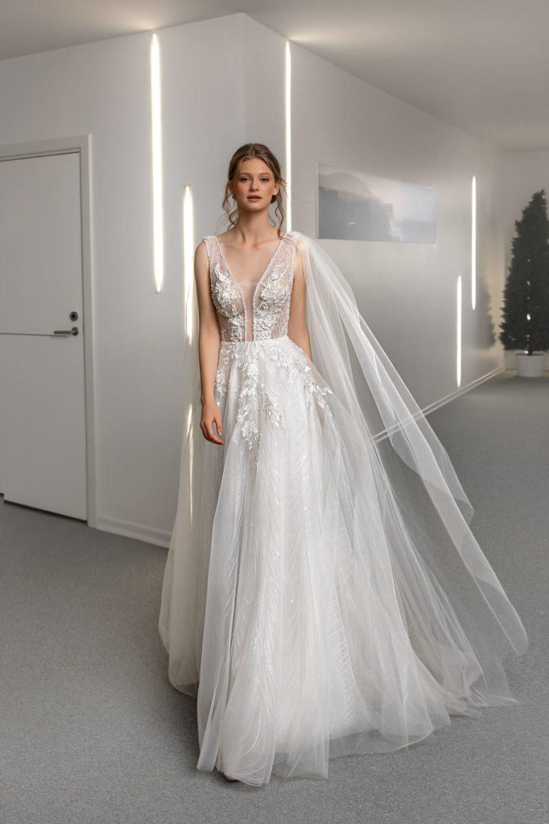 свадебное платье с воздушной фатиновой юбкой
