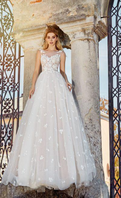 Романтичное свадебное платье с пышной юбкой