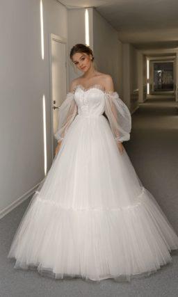 Пышное свадебное платье с открытыми плечами