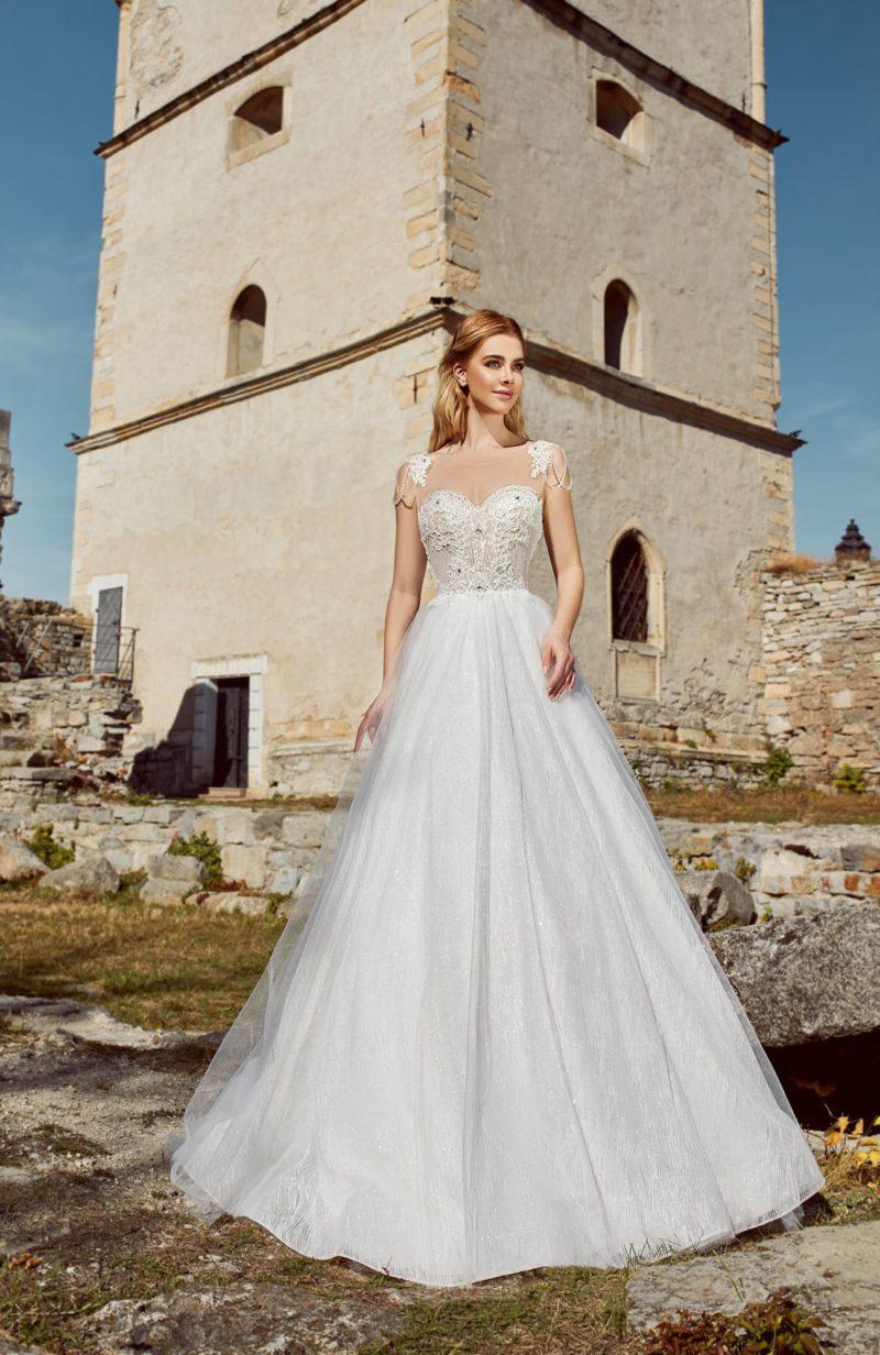Пышное свадебное платье с мерцающим декором