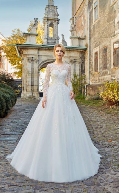 Пышное закрытое свадебное платье