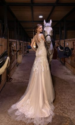 Бежевое свадебное платье рыбка