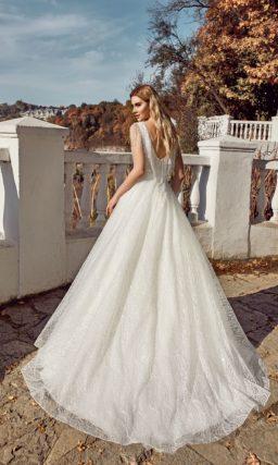 Сияющее свадебное платье классического кроя