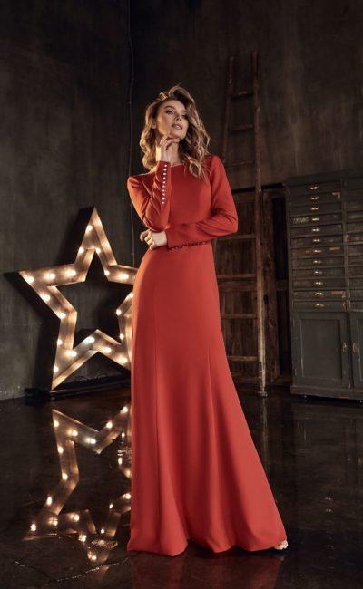 Красное свадебное платье с рукавами