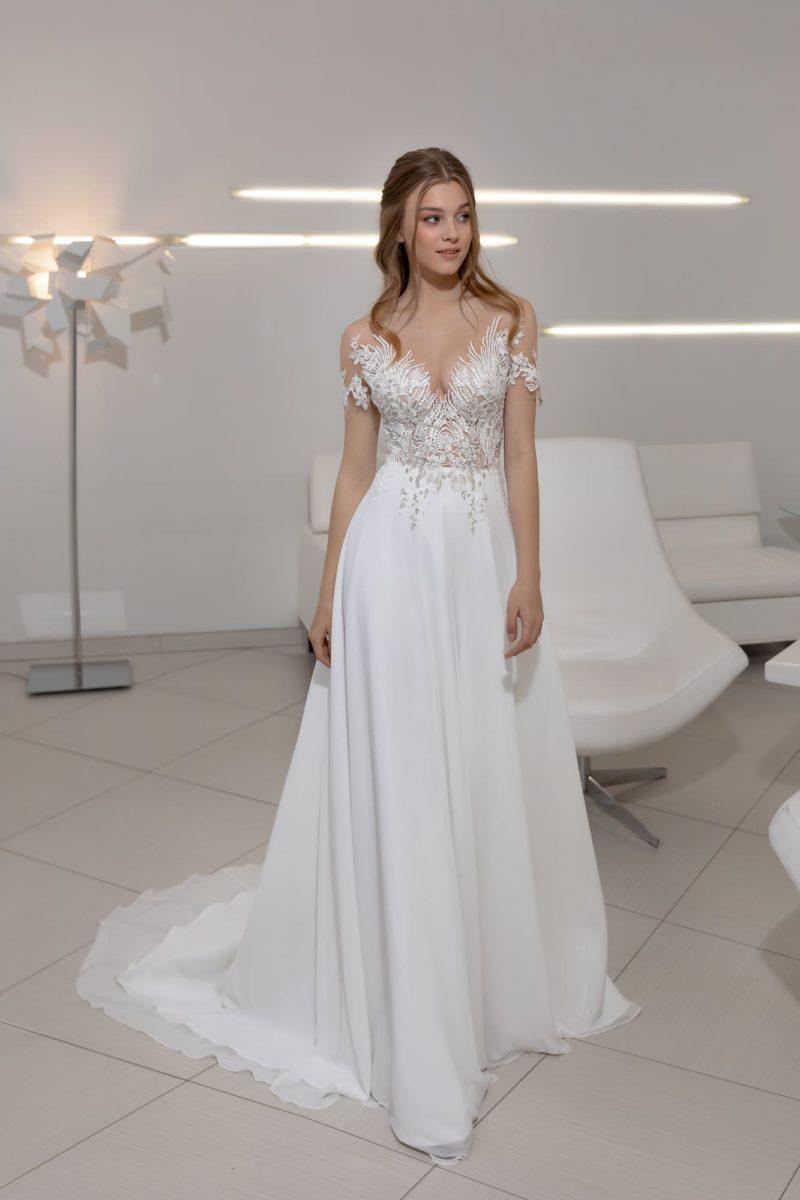 Прямое белое платье