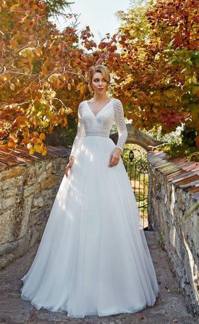 Элегантное свадебное платье из белоснежного фатина