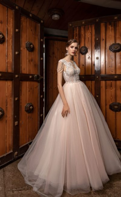 Пышное платье розового оттенка