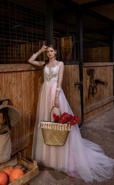 Свадебное платье нежно-розового оттенка
