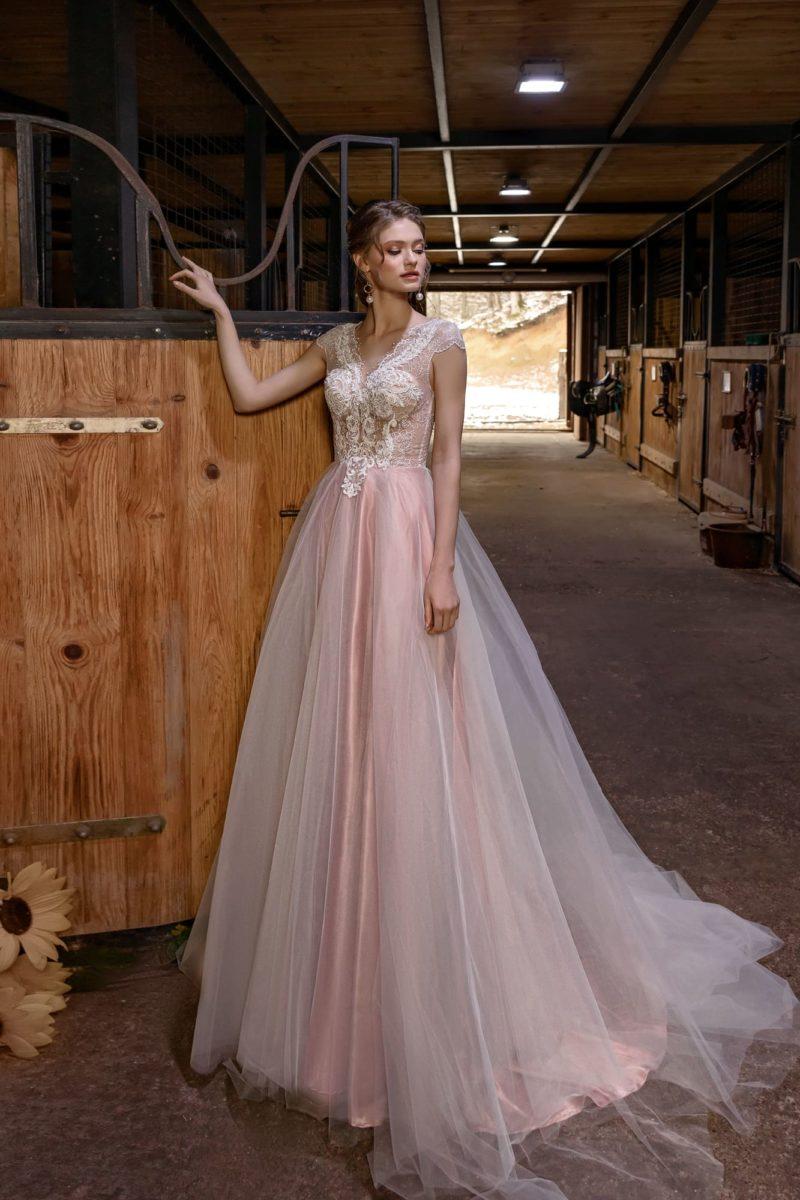 свадебное платье в розовом оттенке