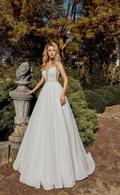 Пышное свадебное платье с лаконичным дизайном