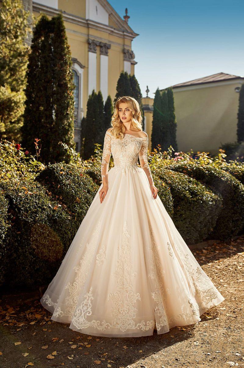 Пышное пудрово-розовое свадебное платье