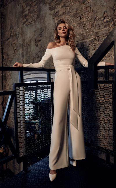 Свадебный брючный костюм из гладкого плотного крепа