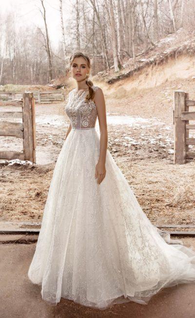 свадебное платье с классическим силуэтом и прозрачными элементами
