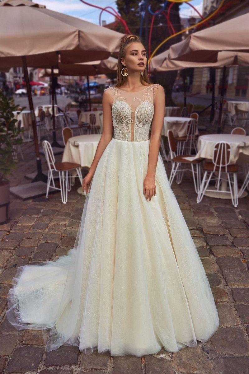 платье цвета айвори с пышной юбкой