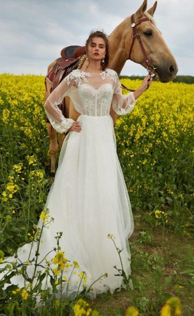 платье с широкими прозрачными рукавами