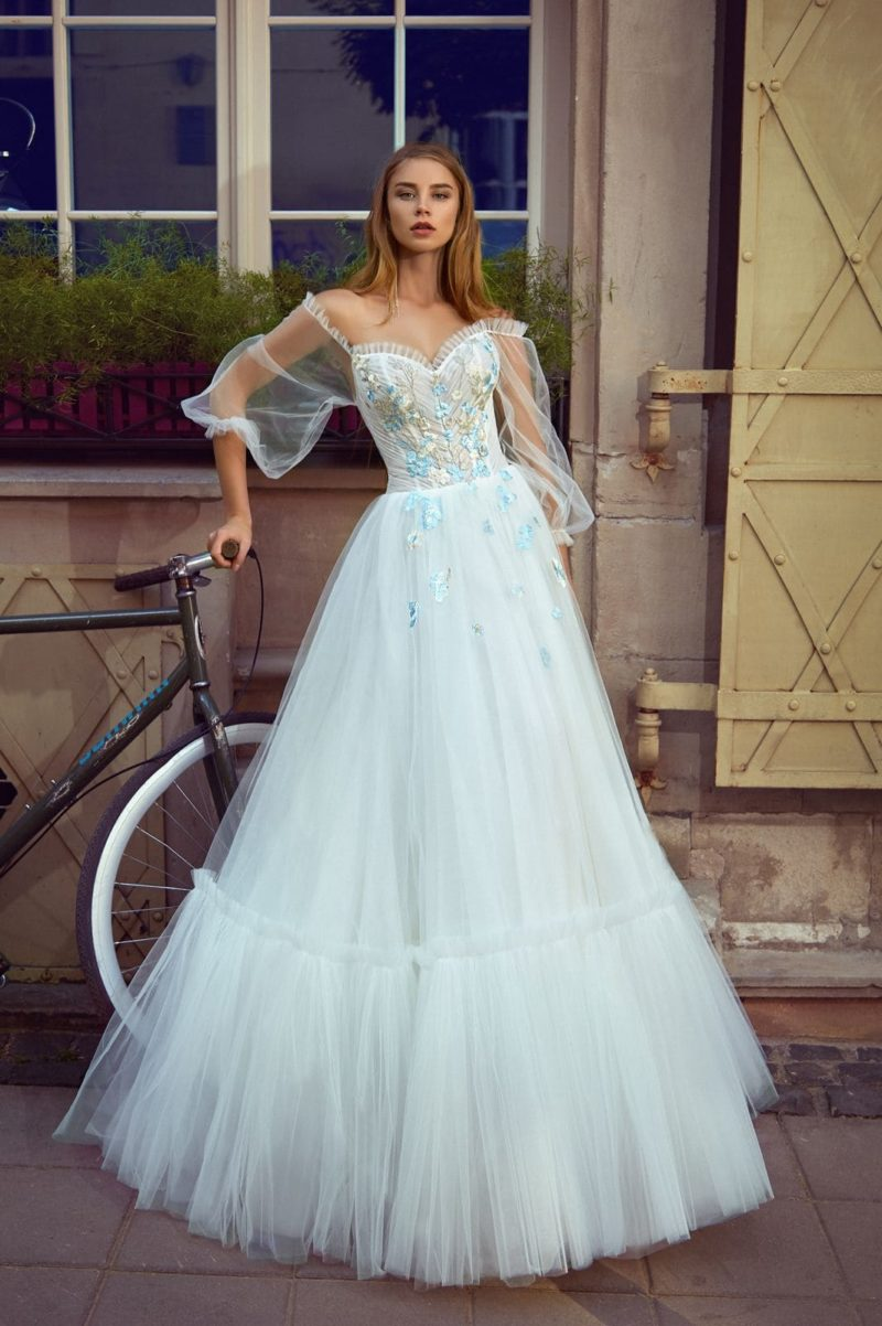 Пышное свадебное платье голубого оттенка